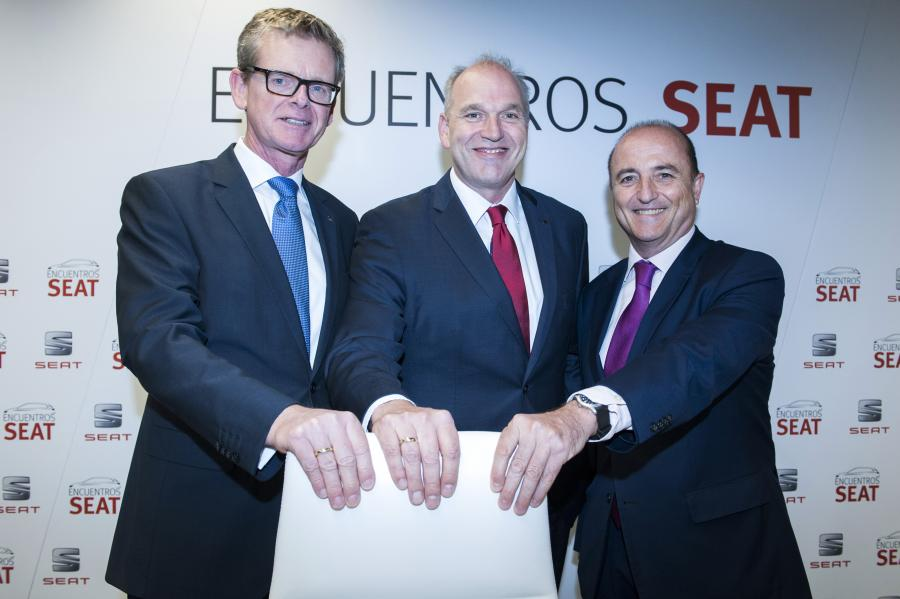"""SEAT Executive Vice-President for R&D, Dr. Matthias Rabe, SEAT Executive Committee President Jürgen Stackmann and Miguel Sebastián, former Spanish minister for Industry, Tourism and Commerce at the """"Encuentros SEAT"""""""