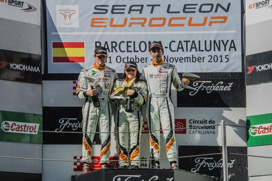 Lucile Cypriano (JSB Competition) wins the last race of the season with Manuel Gião (Baporo Motorsport) and Jimmy Antunes (Monlau Competición) on the podium
